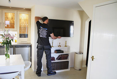 tv wall mounting Minchinhampton